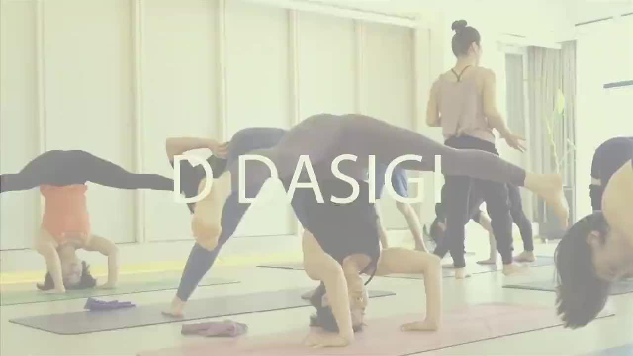 中国姑娘瑜伽表演这身体柔韧度太强了美得出尘