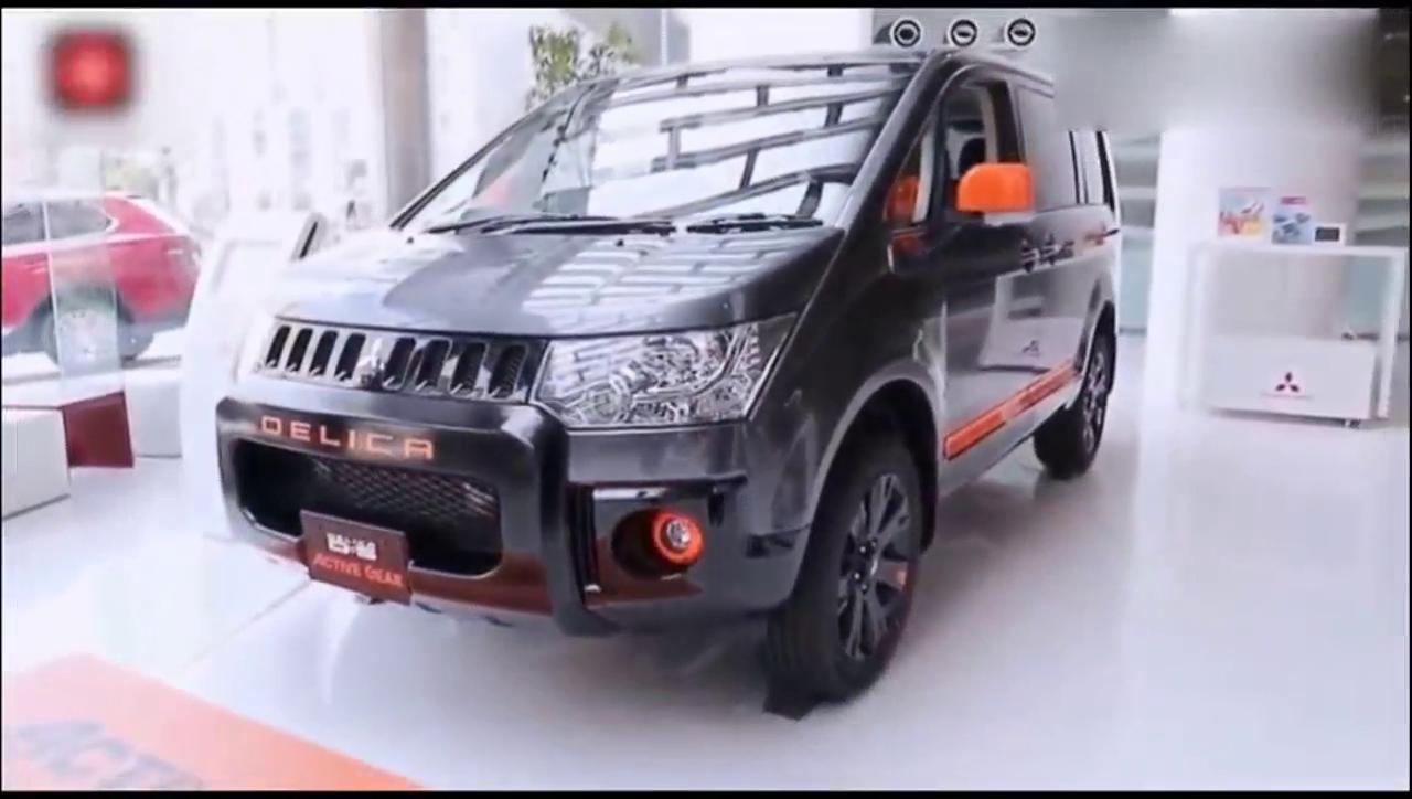 视频:4S的三菱得利卡四驱面包车到货了,客户经理兴奋得边拍照边介绍
