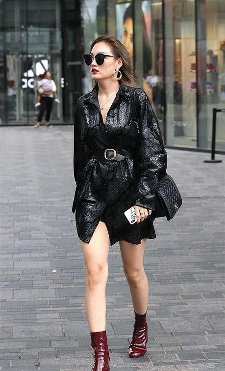 街拍:寒露时分依然裸露大长腿的美女,个个大长腿,身材完美吸睛