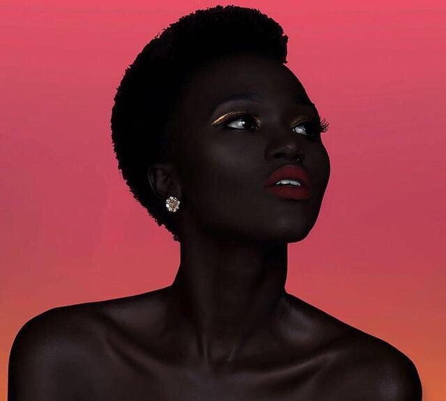 南苏丹美女模特哈基姆,被称为黑珍珠