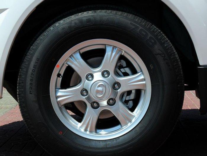 长城汽车哈弗H3,整体v汽车线条,大气比较流畅18款兰德酷路泽GV-R4000图片