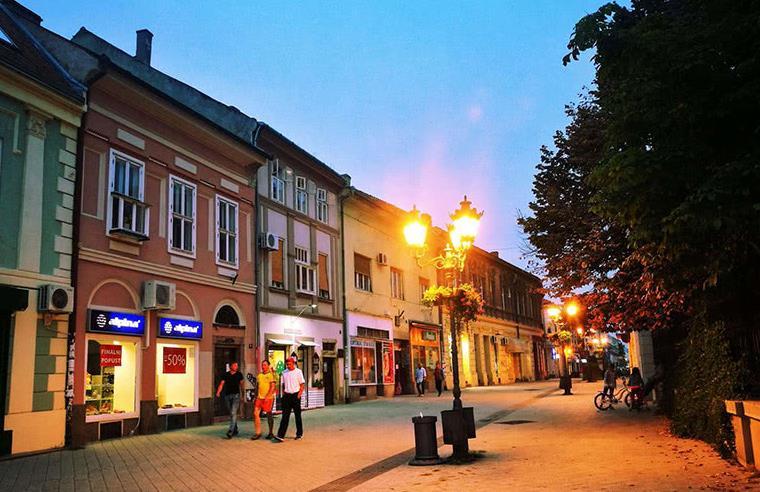 欧洲首个对中国免签国家,街头美女热情奔放,看到中国人就打招呼