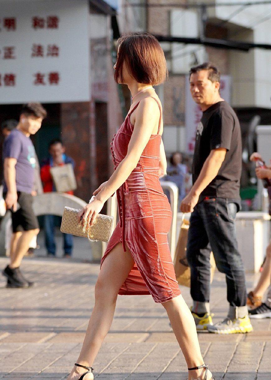 街拍:图3鲁豫一样的骨干美女,骨骼都要透视在裙子上了