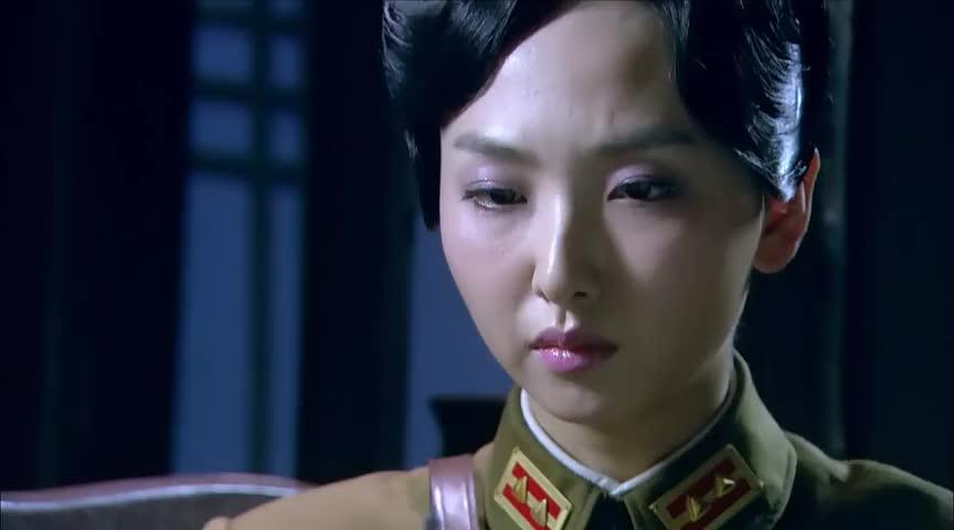 女间谍本不想给自己注射病毒怎料突发变故女上司直接亲手帮她