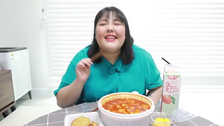秀彬小姐姐吃播辣炒年糕和炸物绝配主播吃的好香啊