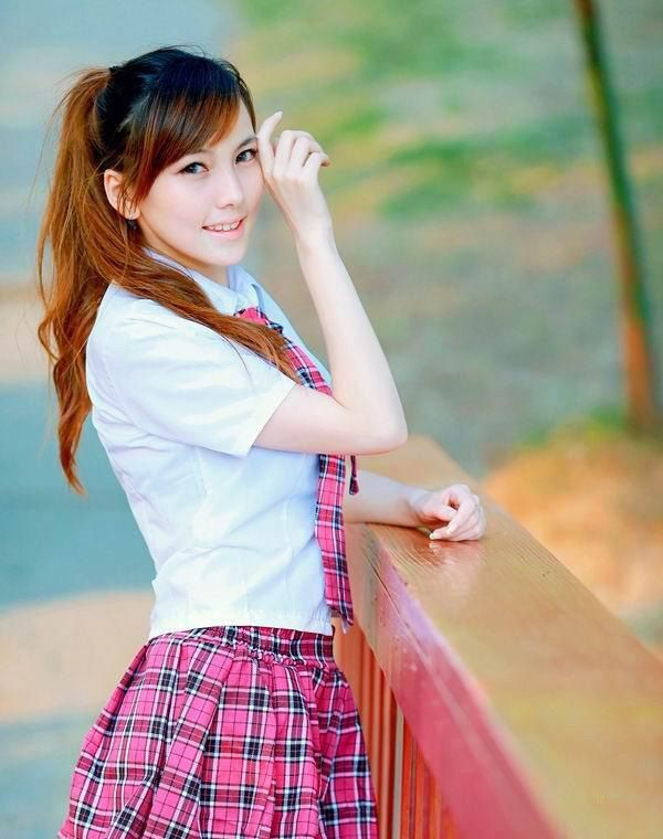 人像摄影:清纯长腿美少女甜美校花装乖巧可爱