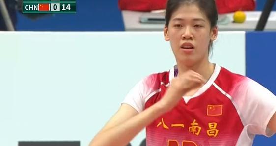 奥运冠军袁心玥11分,世界冠军刘晏含5分,是谁让中国女排迷失?