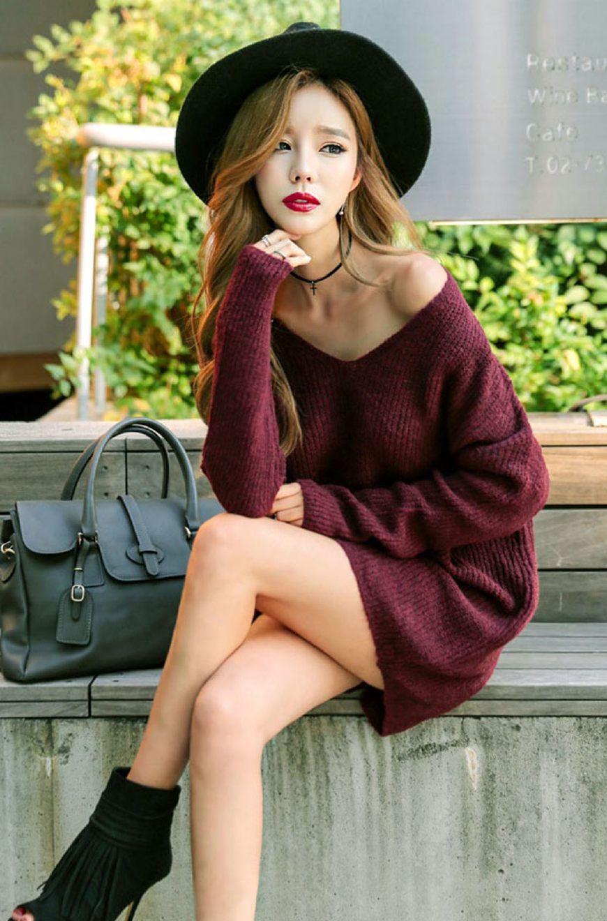 美女名模:宽松毛衣裙搭配鱼嘴高跟鞋,让修长的美腿存在感更强