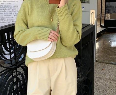 冬季内搭范本,纯色系毛衣针织衫给秋冬加一些甜蜜