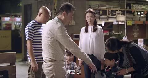 儿子只愿意跟爸爸回家当着妈妈的面转头就走妈妈心都凉透了