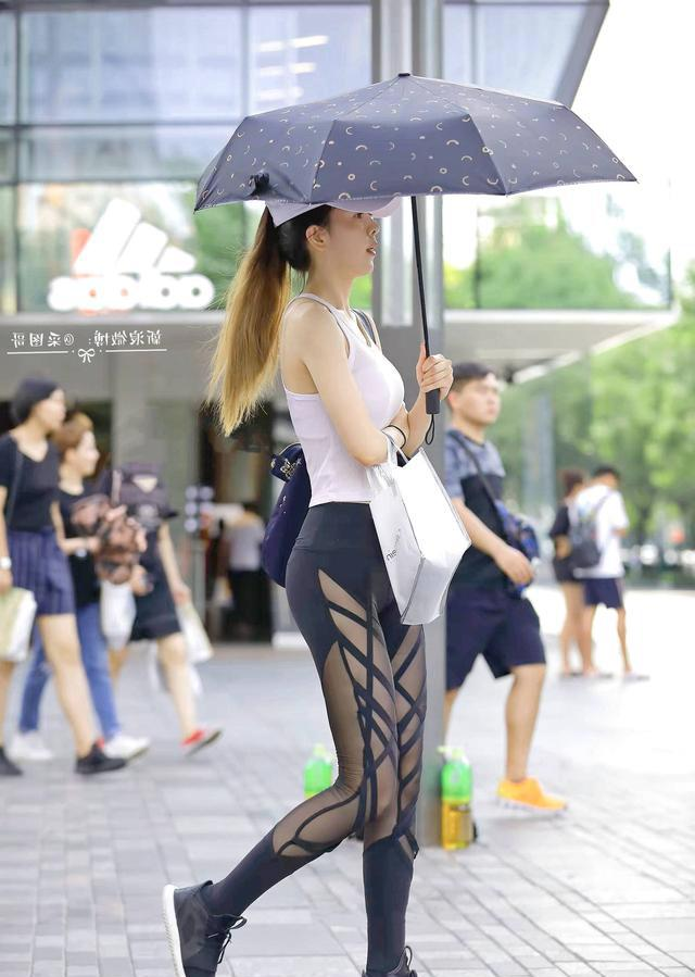 打底裤让美女姐姐穿出精致高雅,让人一眼难忘!