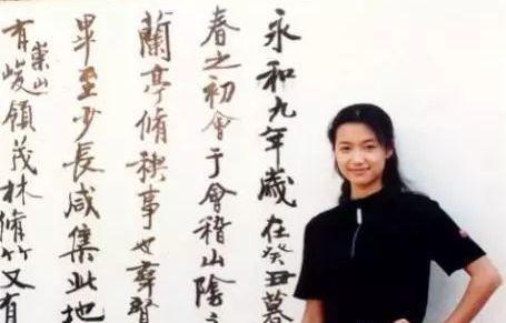 徐静蕾被称书法才女,书法迷倒众人,字体被方正字库天价收录!