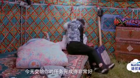 爸爸去哪儿:田亮睡前表扬儿子,儿子全身抑制不住的开心,简直了