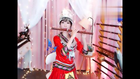 美女竹笛演奏《春到湘江》才艺出众,笛声优美