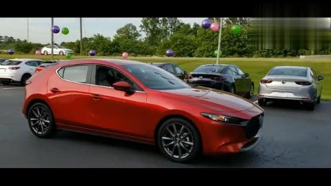 都是红色哪台更漂亮?新款马自达3两厢版VS本田思域两厢版