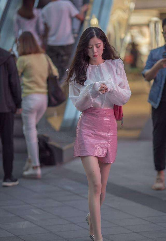 街拍:有这样的女朋友,一周陪她逛5次街,你会愿意吗?