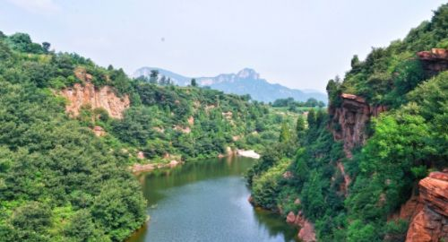 伏羲山大峡谷,一条以典型的红岩嶂谷群地质地貌景观为主的峡谷!