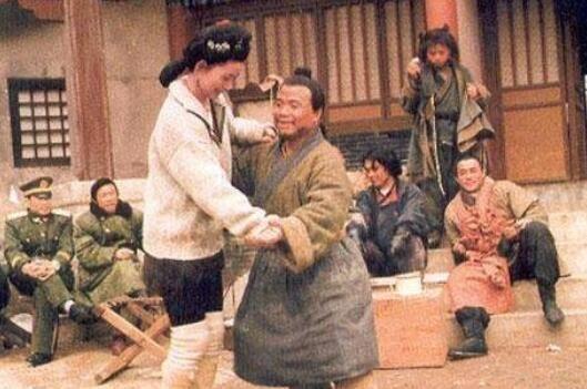 《》幕后照:潘金莲和武大郎跳舞,奸臣和忠臣谈天说地!