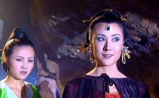 西游记剧照:剧组人员在北京的大合影,图5女儿国国王身边的是谁
