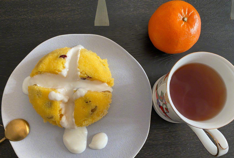 """何炅宅家秒变""""美食博主"""",在线教你如何制作酸甜小蛋糕"""