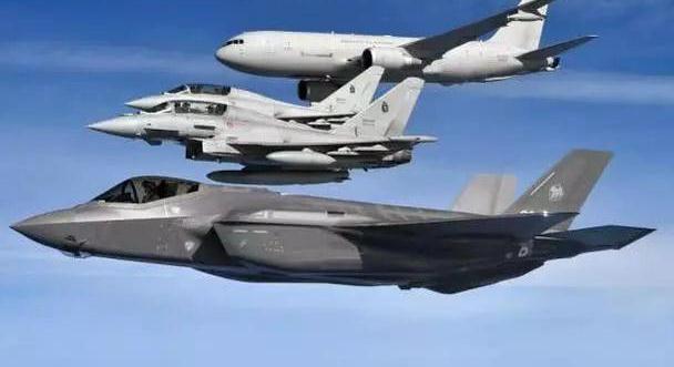 F-35玩大迎角超机动,被台风一把按住!不用导弹仅用机炮解决