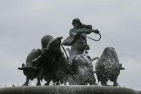盖费昂喷泉——由吉菲昂女神和四条牛及套犁等一组铜塑组成