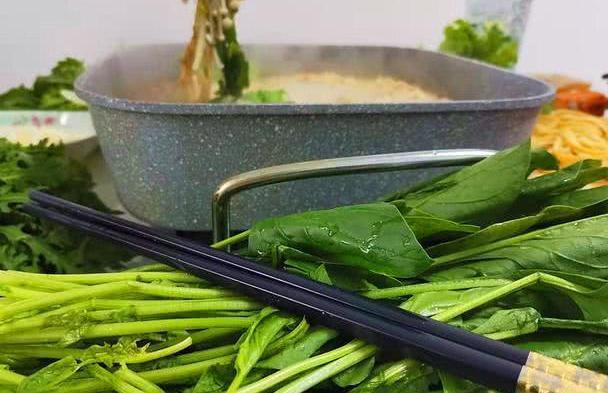 涮火锅东北人最爱吃,味道耐人寻味好吃好极了,看着都过瘾