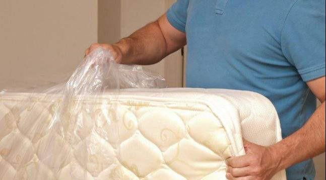 床垫上的塑料薄膜不会被撕掉,这会导致甲醛中毒!请注意。