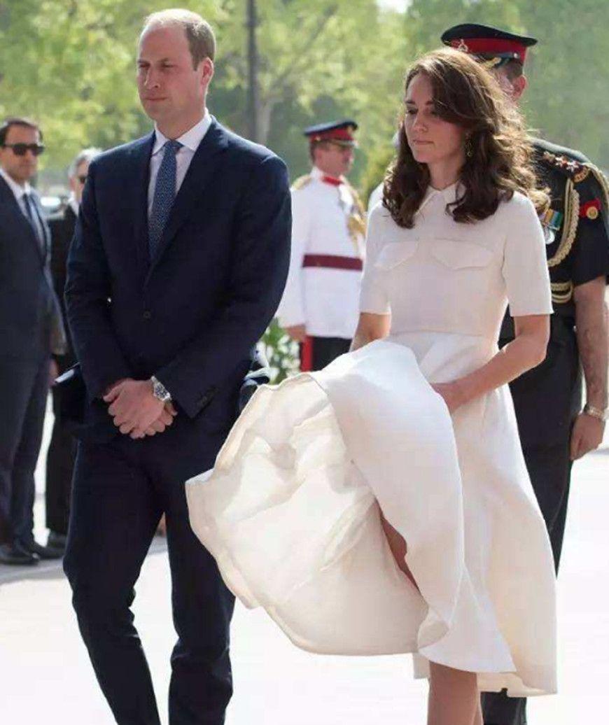 """英国王妃遇到""""风"""",卡米拉手忙脚乱,戴安娜淡定优雅"""