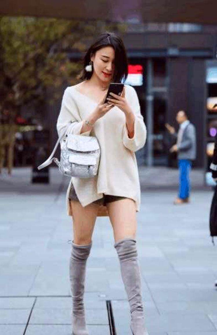街拍:不想穿高跟鞋,春天穿什么鞋子显气质?