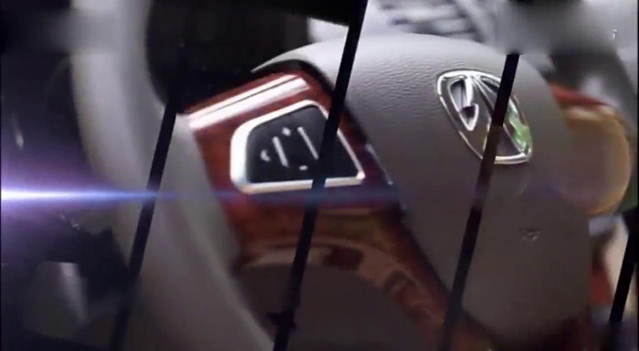 视频:试驾威旺M30 非常舒适 新手开不停