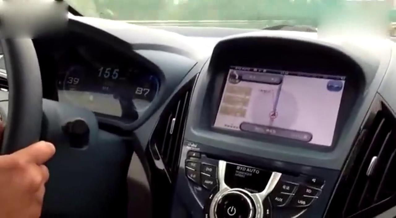 视频:比亚迪秦保持150公里行驶,推背感依旧,服!