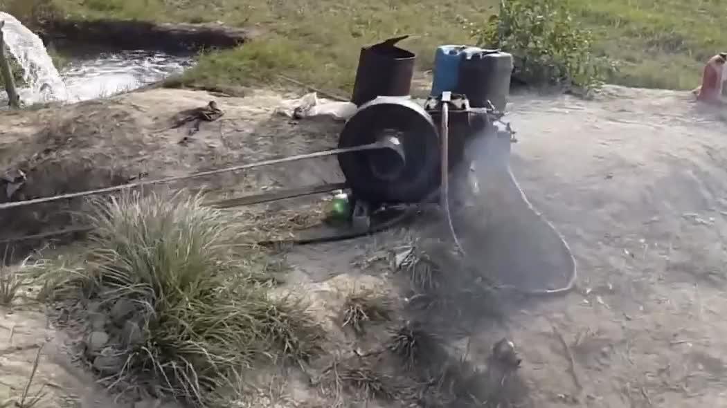 农村很常见的小型抽水机,农民灌溉农田必不可少