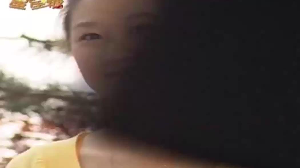 孔孝真和孔侑打情骂俏,殊不知男友就在身后,看她和外甥嬉戏!