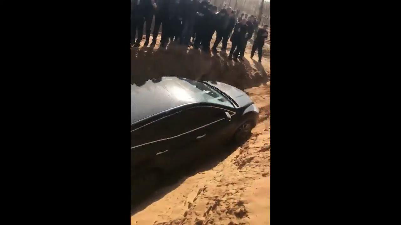 视频:看马自达CX7越野表现,底盘磕的好心疼!
