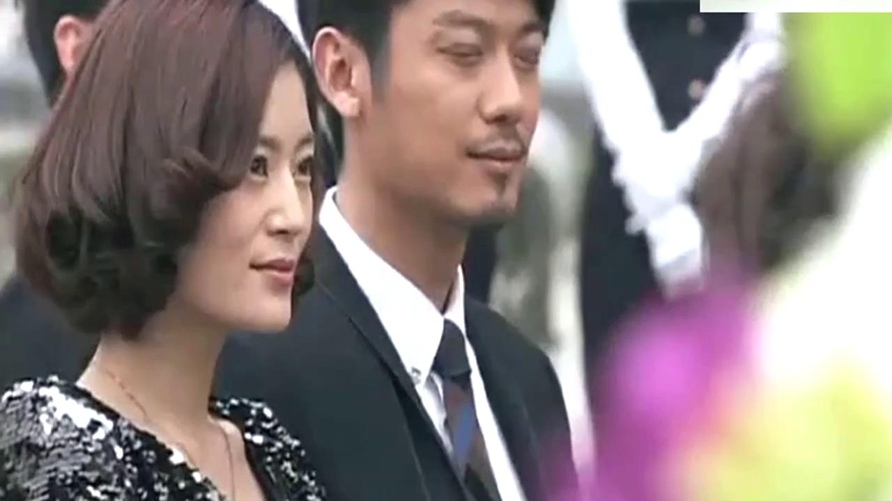 男子带着妻子参加老总婚礼,没想到新娘竟是前妻!