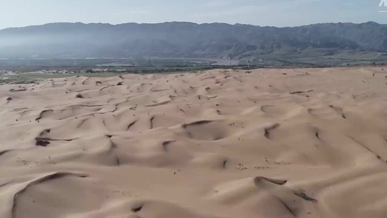 中国发明的吞沙巨兽一天能吞噬40亩真不愧是荒漠化终结者