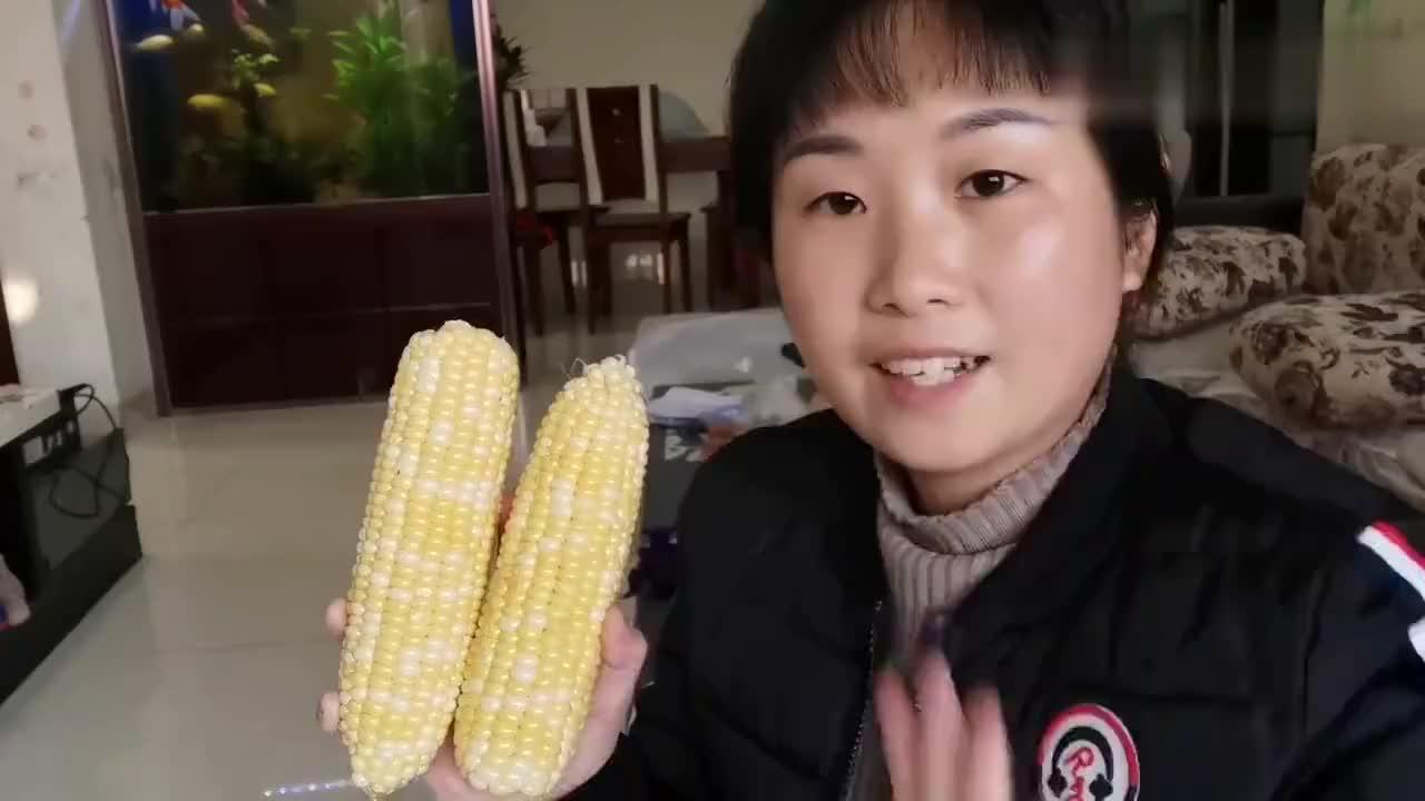 四川农村2根玉米和一个鸡蛋这样做老人小孩都爱吃