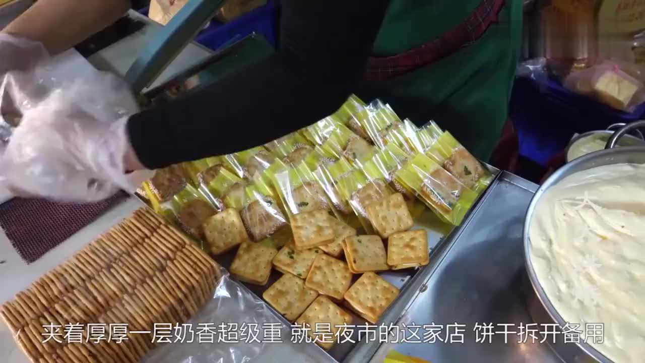 夜市火爆的零食手工牛轧糖果充满奶香超级粘牙卖的超便宜