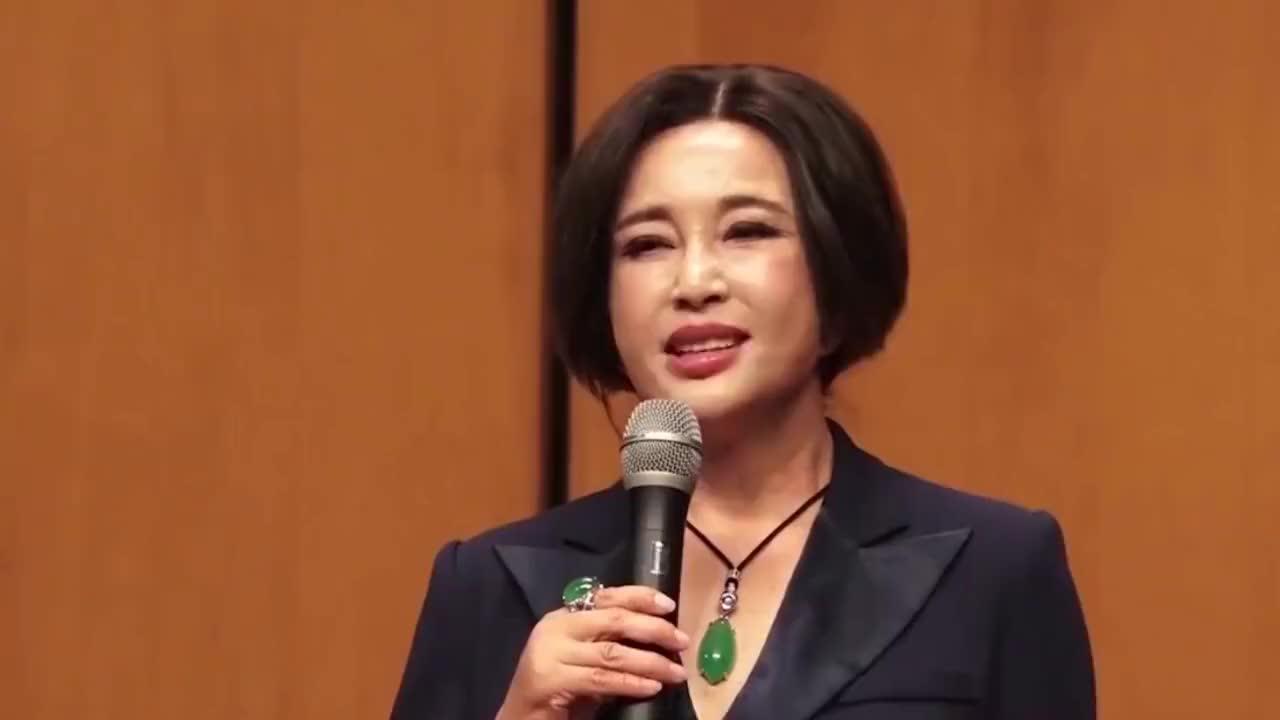 刘晓庆悼念赵忠祥曾共同主持春晚2018年再同框