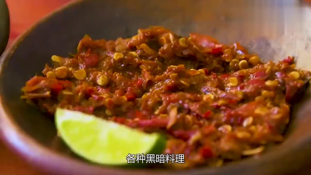 小哥制作黑暗料理芝士条加进13斤辣椒酱中恐怖却又满足