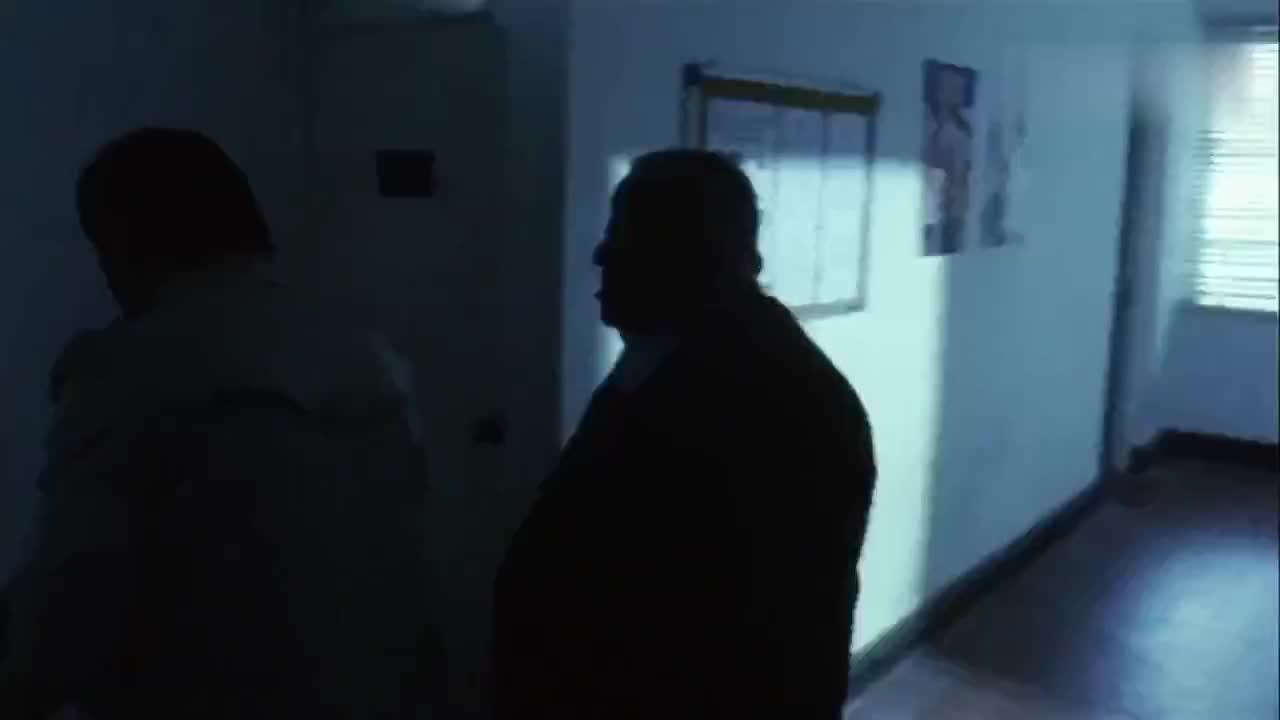女鬼头七来寻仇大师在警局布满了符咒希望大家能逃过此劫