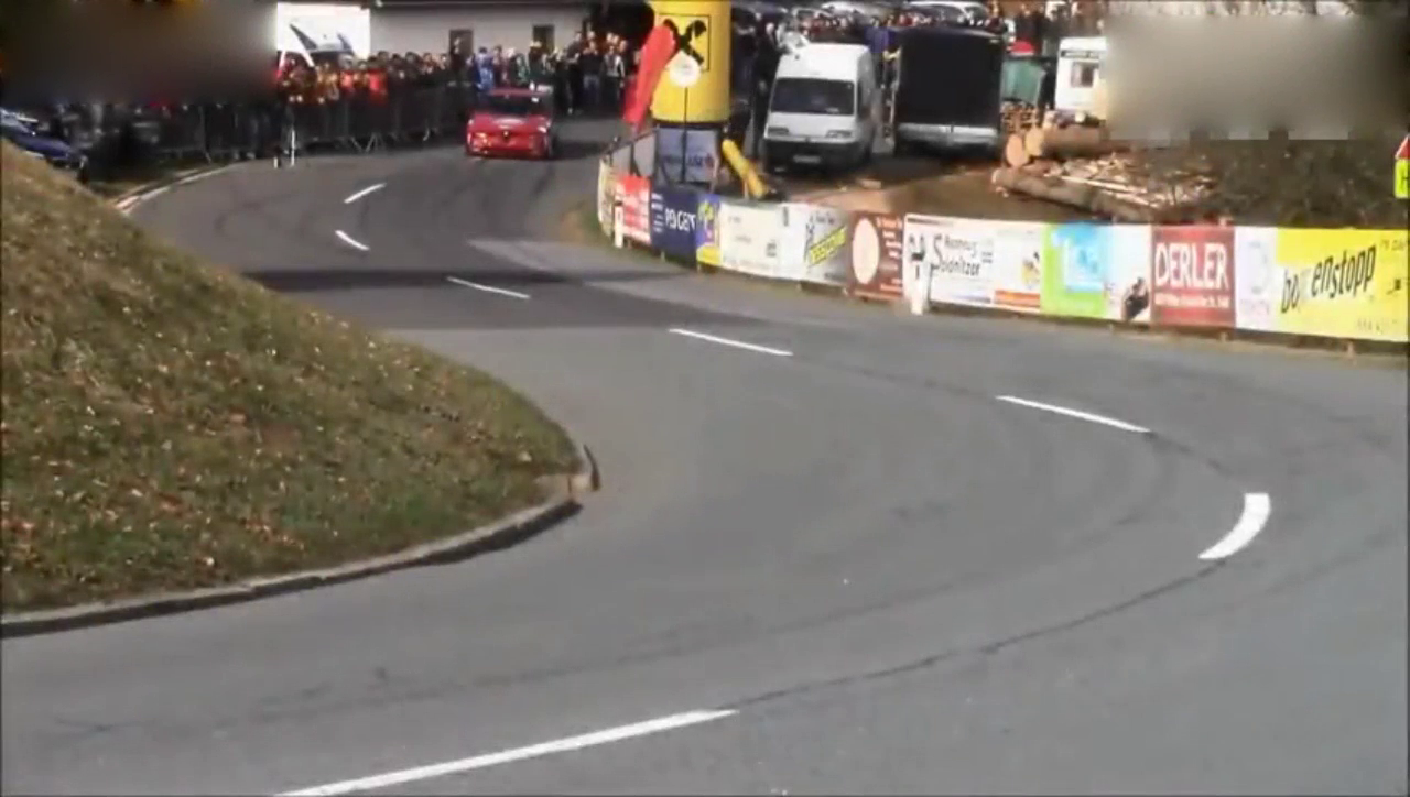 视频:阿尔法·罗密欧156 疯狂爬山,听发动机的声音就知道这车不便宜