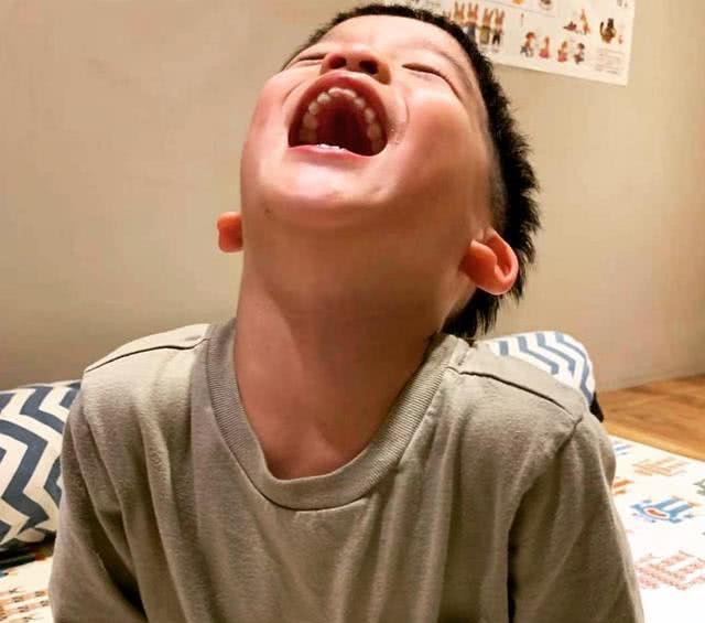 范玮琪晒双胞胎儿子开心大笑,飞飞翔翔可动可静,可爱至极
