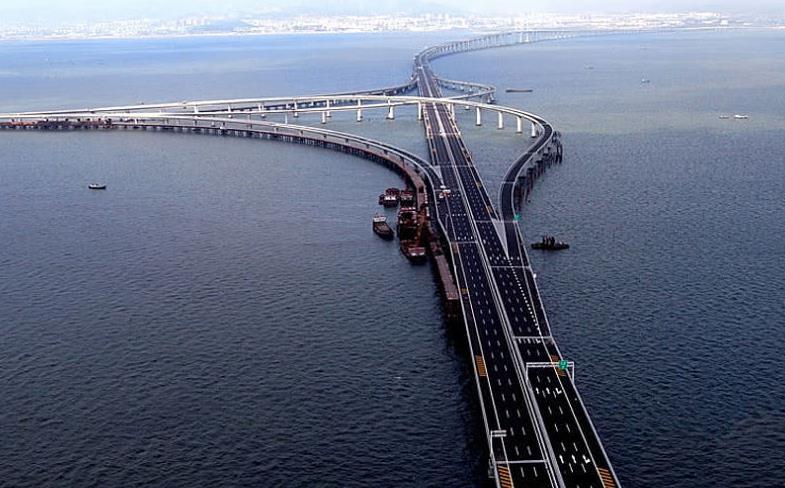 """中国最""""牛""""立交桥,耗资3.5亿,规模是亚洲最大,却建在水上面"""