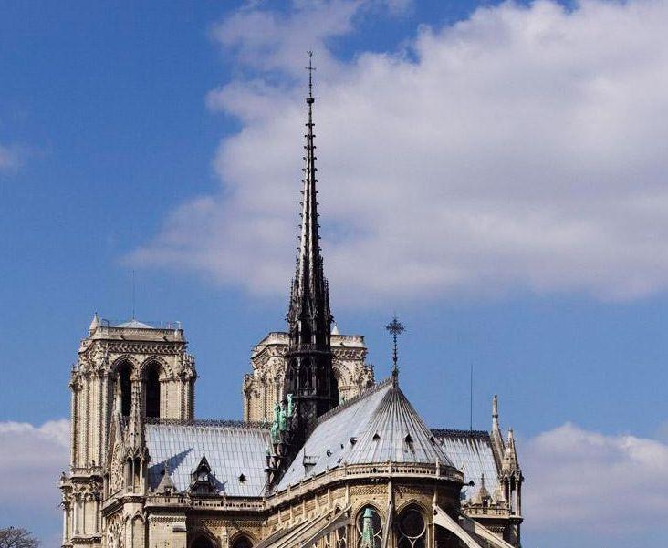 巴黎圣母院大教堂——观光名胜与宗教场所