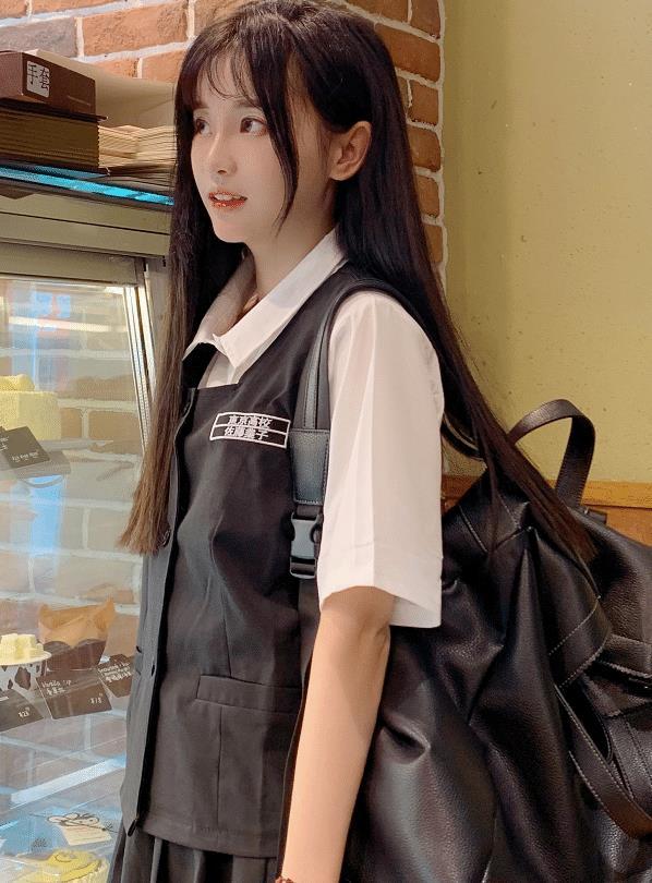 学生服的美女,清纯可爱又甜美!