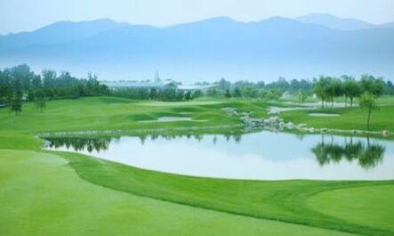 观澜湖高尔夫是体育休闲旅游度假为一体的5A级景区园内绿草茵茵