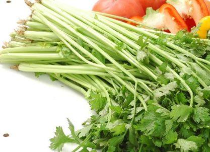 腊肉炒芹菜:便宜好做的一道美食,做给家人吃,吃了都说好