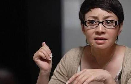 宋丹丹自曝将退出娱乐圈后,携老公与赵宝刚海岩聚餐大姐范十足